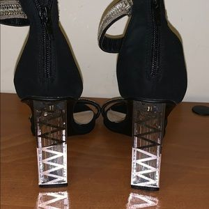 Shoes - Classy black and silver heels